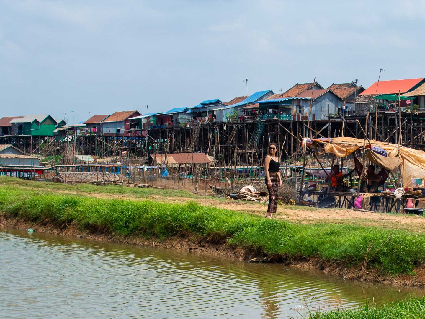 VISIT THE CAMBODIAN FLOATING VILLAGE OF KOMPONG KHLEANG DURING DRY SEASON