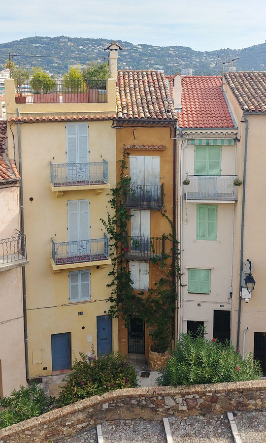 Architecture in the old quarter of Cannes