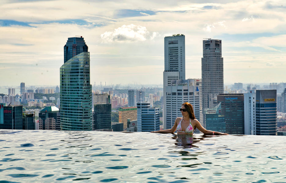 Infinity pool with a view on skyscrapers
