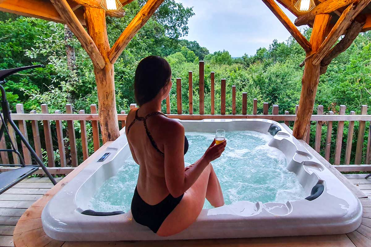 Private jacuzzi in a tree hut